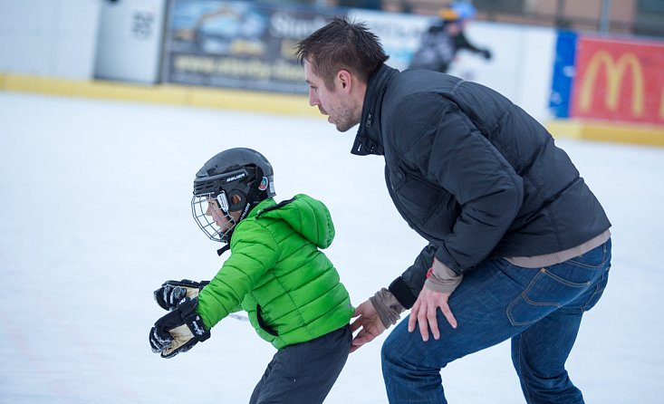 Skating, ice hockey